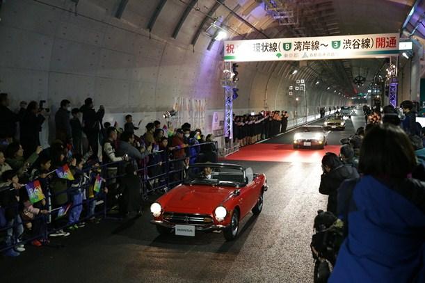 高速道路中央環状線の大橋JCT-大井JCTが全通し、山手トンネルでの記念式典が開かれた=2015年3月7日、東京都品川区