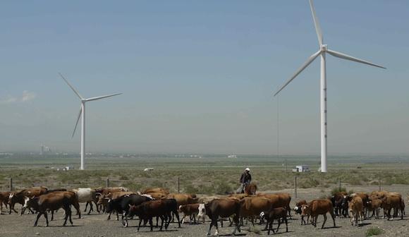 中国が引っ張る世界の自然エネルギー