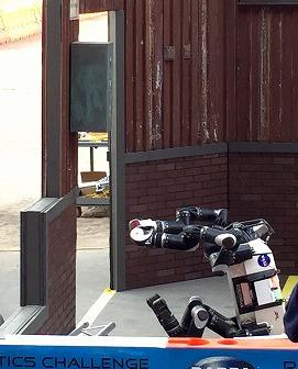 写真・図版 : 写真9、四足ロボット RoboSimian