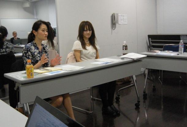 左から、小紫恵美子さん、天野馨南子さん