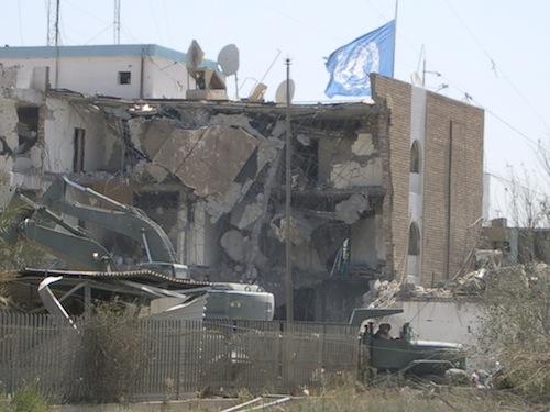 爆弾テロで破壊されたバグダッドの国連事務所=2003年8月=撮影・筆者