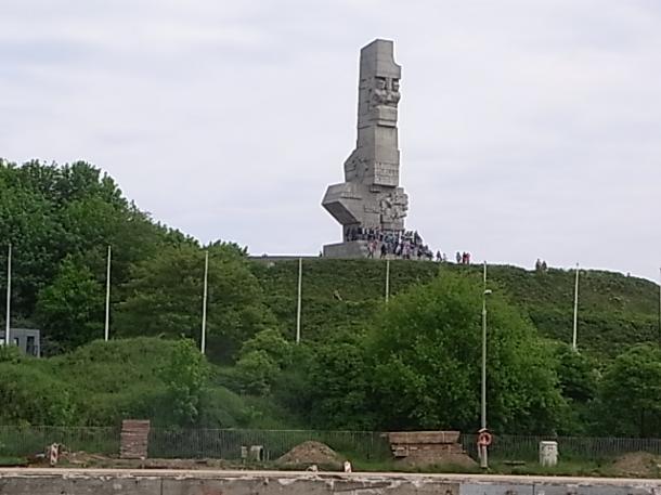 第2次大戦が開始した地に建つポーランド守備隊の記念碑