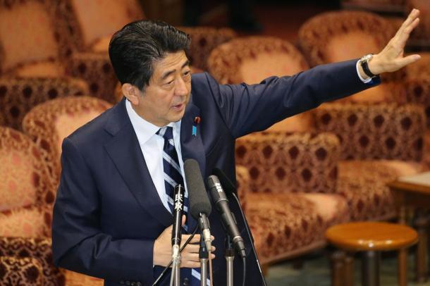 安保関連法案の参院特別委で答弁する安倍晋三首相=29日20150729