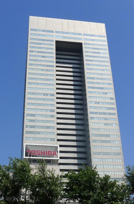 写真・図版 : 不正決算の舞台となった東芝本社ビル