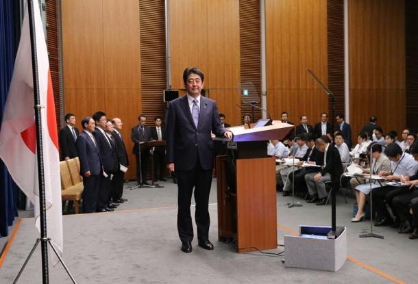 戦後70年の談話を発表する記者会見に臨む安倍晋三首相20150814