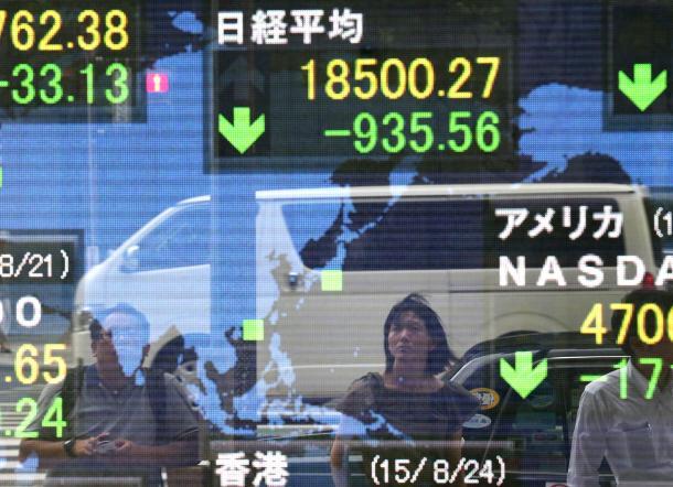 日経平均株価の下落幅は一時、900円を超えた=2015年8月24日