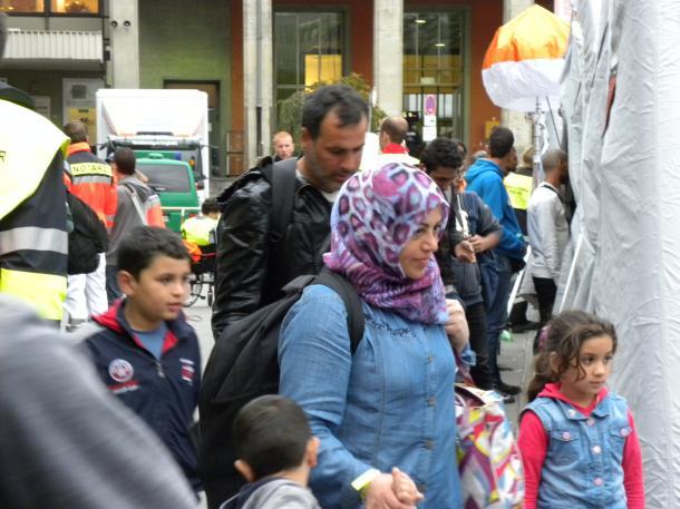 ミュンヘン中央駅に列車で到着した難民たち(筆者撮影)