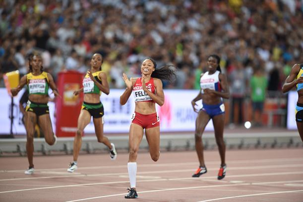 陸上の世界選手権400メートルで優勝したアリソン・フェリックス=2015年8月27日、北京・国家体育場