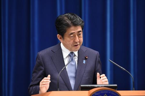 戦後70年の談話について会見する安倍晋三首相=8月14日、首相官邸