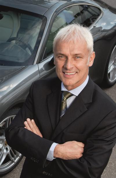 写真・図版 : 2015年9月、フォルクスワーゲン最高経営責任者(CEO)に就任したポルシェ社長のマティアス・ミュラー氏=2011年11月、ポルシェ日本法人提供