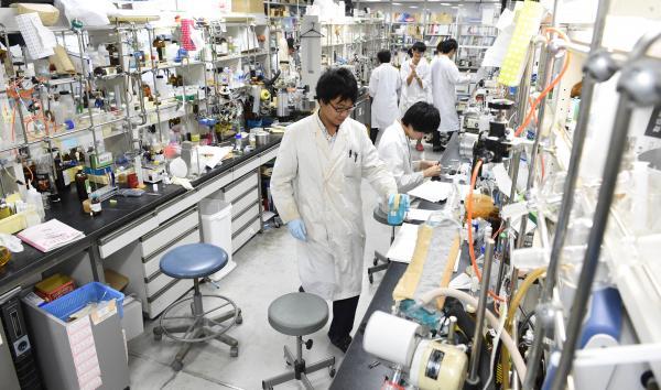 写真・図版 : 大村さんが指導していた北里大の研究室