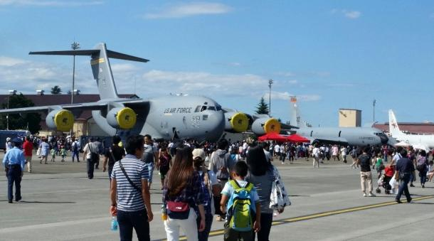 写真・図版 : 大型輸送機や哨戒機P8の姿も=横田基地、撮影・筆者
