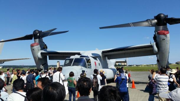 写真・図版 : 横田基地にも飛来したオスプレイ=撮影・筆者