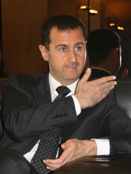 写真・図版 : 朝日新聞のインタビューに答えるシリアのアサド大統領=2009年3月