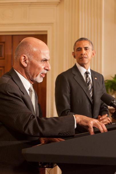 ホワイトハウスで3月24日、共同会見をするオバマ大統領(右)とガニ大統領=ワシントン、ランハム裕子撮影