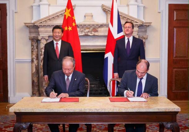 英中首脳が臨んだ航空機エンジン購入の調印式(10月21日、海南航空ウェブサイトより)