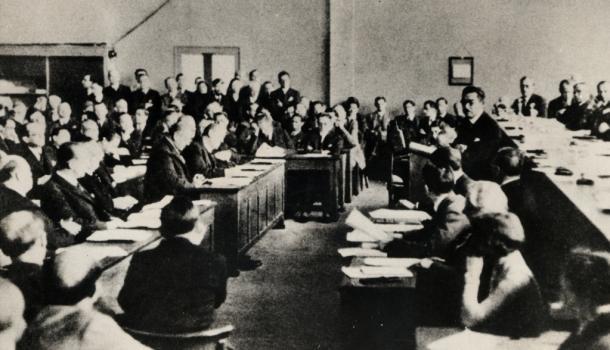 写真・図版 : 1933年の国際連盟総会で、日本は「脱退」という「セルフ村八分」をおこなった