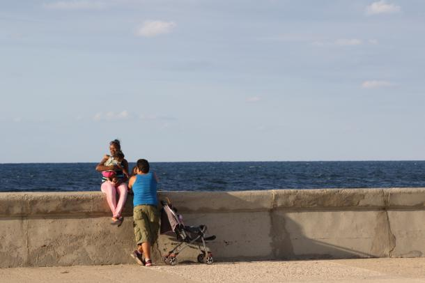 マレコン通り。人々は海の向こうにどう想いをはせたのか