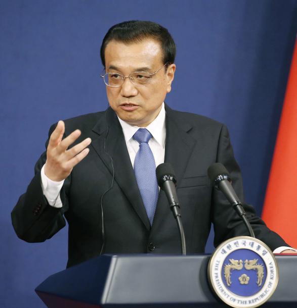 首脳会談後、共同記者発表する中国の李克強首相=11月、ソウルの青瓦台、代表撮影