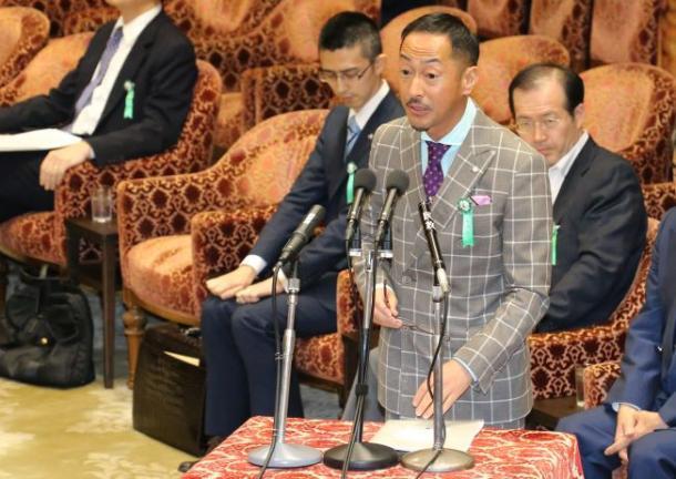安保関連法案の衆院特別委で公述人として意見陳述する同志社大の村田晃嗣教授(2015713