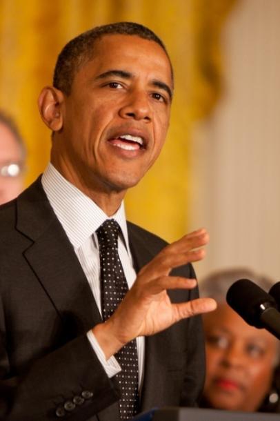 写真・図版 : ホワイトハウスで2012年11月9日、大統領選後初めて会見するオバマ米大統領=ランハム裕子氏撮影