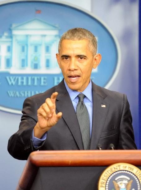 写真・図版 : 2015年最後の記者会見で、「一匹おおかみ型」テロへの警戒を呼びかけるオバマ大統領=2015年12月、ワシントン