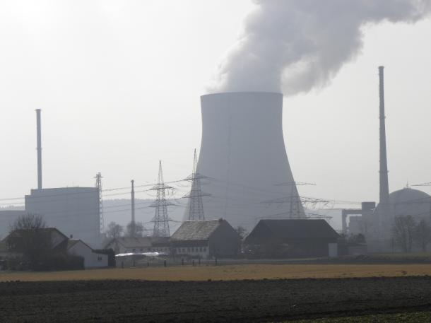 ミュンヘン郊外のイザー原子力発電所は、2022年末に止められる予定だ(筆者撮影)