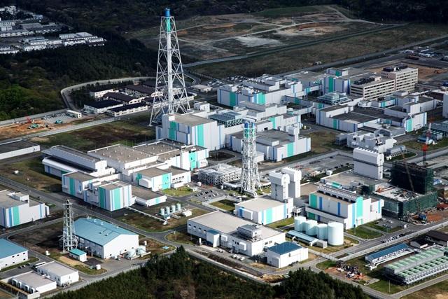 写真・図版 : 日本原燃の六ケ所再処理工場=2011年、青森県六ケ所村