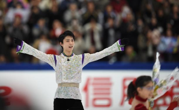 写真・図版 : NHK杯でフリーの演技を終えて=2015年11月28日