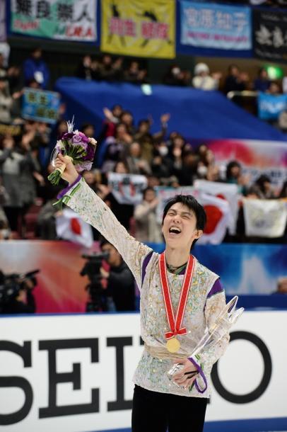 写真・図版 : NHK杯の表彰式を終え、場内を一周=2015年11月28日