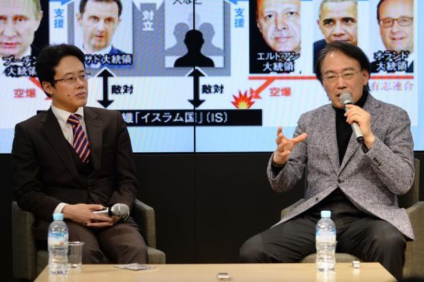 白井聡さん(左)とゲストの亀山郁夫さん=3日午後、大阪市北区
