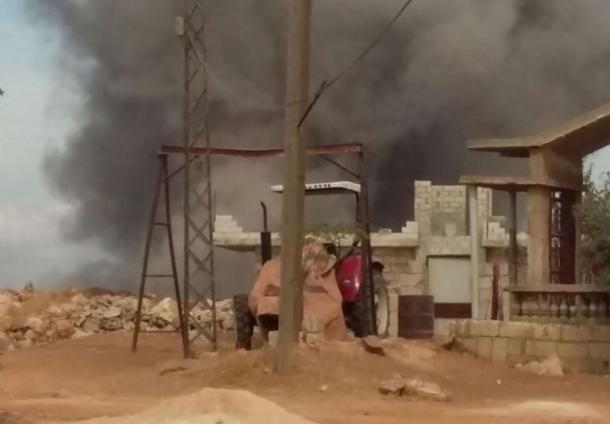 写真・図版 : 空爆されたシリア北部イドリブ県カンソフラ=2015年10月6日、住民のモハマド・サヤディさん提供