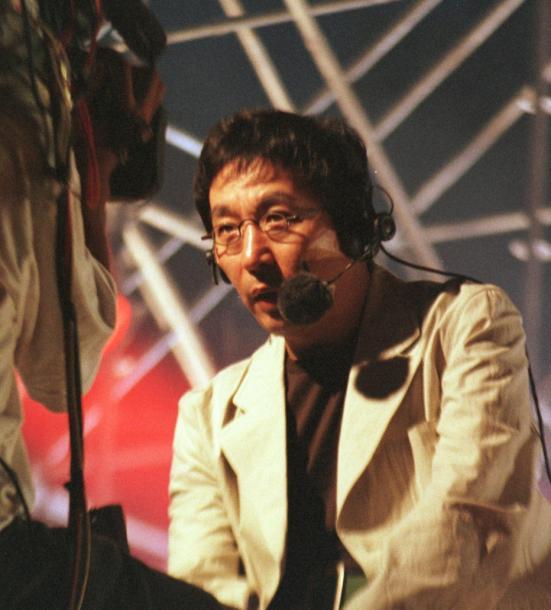 写真・図版 : スポーツ実況をしていたころの古舘伊知郎さん=2000年