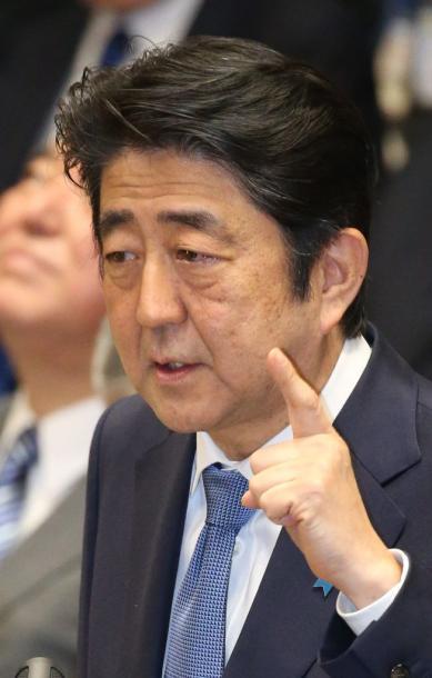 衆院予算委で答弁する安倍晋三首相