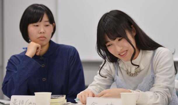 写真・図版 : 是恒香琳さん(左)と今村幸子さん