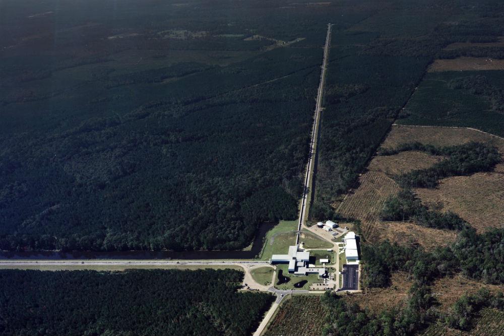 写真・図版 : ルイジアナ州リビングストンの重力波検出装置