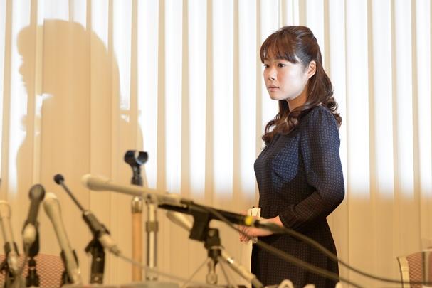 STAP細胞についての記者会見の会場に入る小保方晴子氏=2014年4月9日、大阪市北区