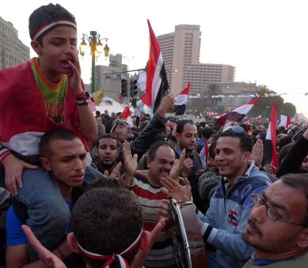 エジプト革命の舞台となったカイロのタハリール広場に集まった若者たち