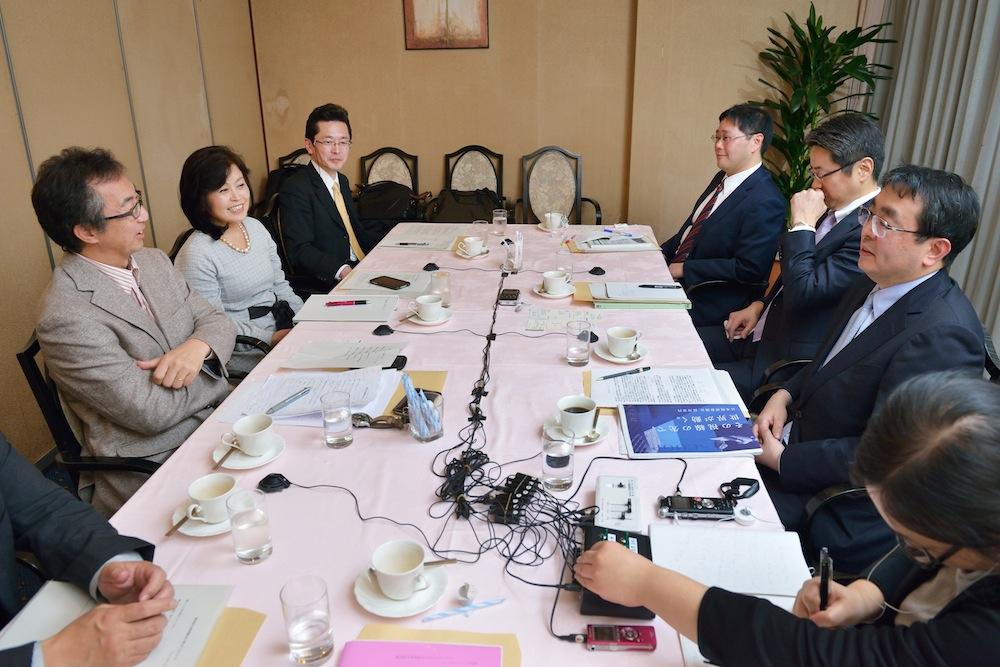 活発に議論が交わされた採用担当者座談会(吉永考宏撮影)