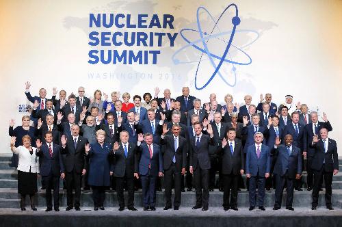 写真・図版 : 核セキュリティサミットの記念撮影