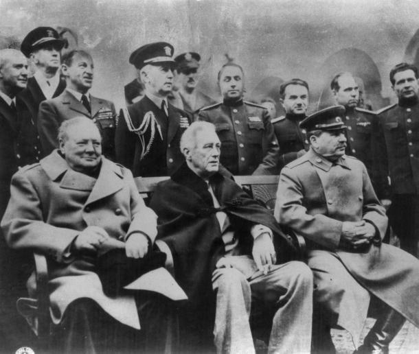 1945年、ヤルタ会談に集まった前列左からチャーチル、ルーズベルト、スターリン