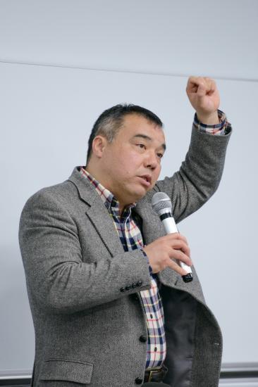 写真・図版 : 講演する中野晃一教授