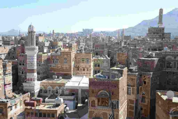 写真・図版 : 世界遺産に登録されているイエメンのサヌア旧市街=2014年