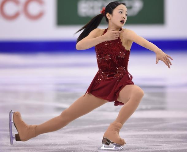 写真・図版 : 2016年の世界ジュニア選手権で優勝した本田真凜