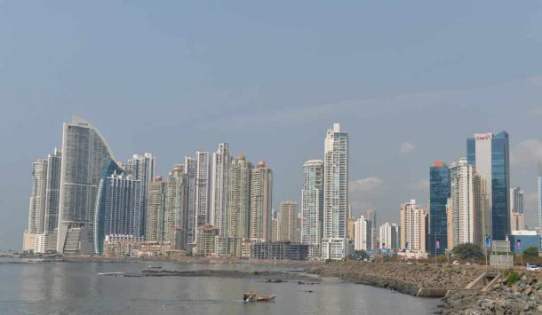 オフィスやマンションなどの高層建築が林立するパナマ市の新市街