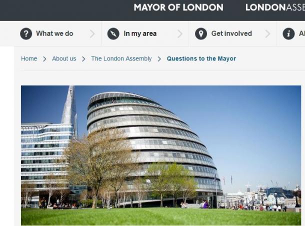 傾いた卵のような形の大ロンドン庁の建物(ウェブサイトから)