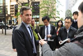 「自由の危機」に直面する日本メディア