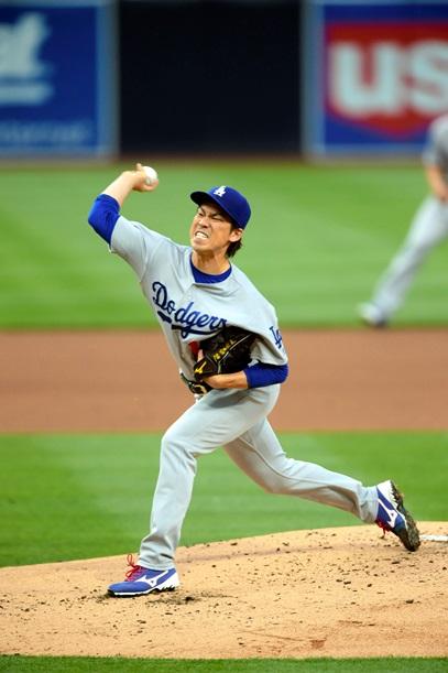 大リーグ公式戦で初登板したドジャースの前田健太=2016年4月6日、米サンディエゴ