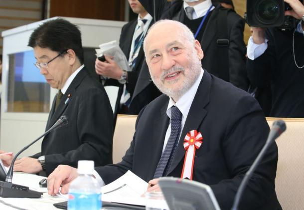 写真・図版 : 第1回国際金融経済分析会合に招かれた米コロンビア大のジョセフ・スティグリッツ教授