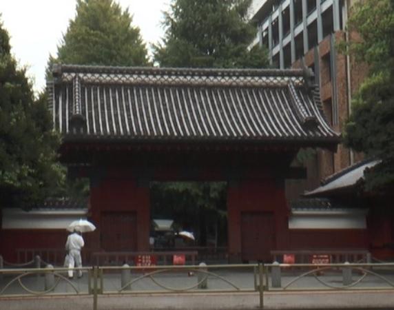 東大の象徴のひとつである赤門=東京都文京区本郷